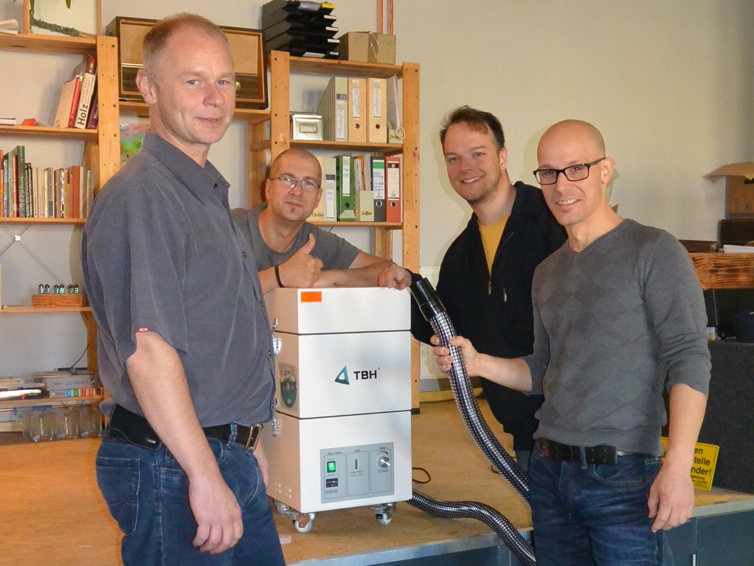 TBH GmbH donates an extraction system to Makerspace Leipzig